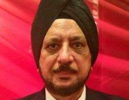 Mr.-Davinder-Saluja-Executive-Director